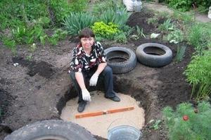 Старые покрышки и немного фантазии: женщина показала, как можно легко и быстро сделать декоративный пруд