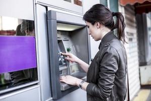 Что нужно делать каждый раз, вставляя карту в банкомат