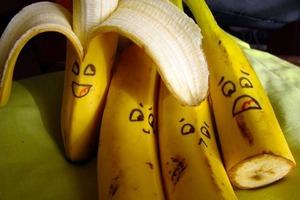 Банановая кожура от бородавок и для красивой улыбки: способы применения