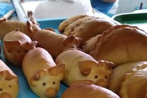 Свекровь научила печь сдобные пирожки «Поросята» с фаршем в духовке. Дети от выпечки просто в восторге
