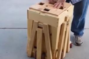 Мужчина вынес из гаража загадочный ящик: когда он его разложил, все соседи захотели такой же
