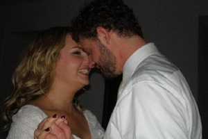 Девушка влюбилась в бездомного, жившего под кустом: как живет необычная пара 13 лет спустя