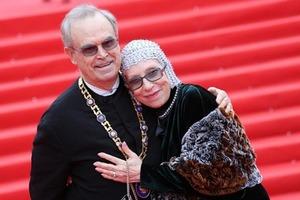 Вместе навсегда: знаменитые пары, которые вместе более 50 лет