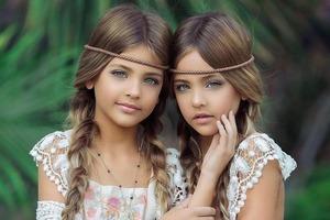 Как изменились девочки-близняшки, которые завораживают своей красотой