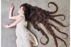 Почти Средневековье: девушка не моет свои 2-метровые волосы уже 20 лет. И утверждает, что так проще держать их в чистоте