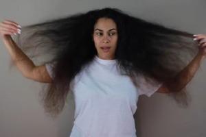 Женщина пришла в парикмахерскую с пережженными волосами, а вышла из нее стильной красоткой (фото)