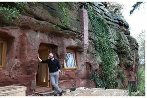 Купить пещеру, которой более 700 лет, чтобы превратить ее в современный особняк? А почему бы и нет! Мужчина сделал из обычной пещеры мечту л