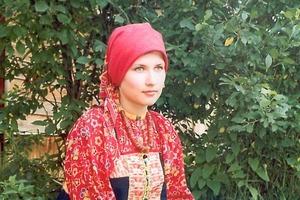 Культурологи рассказали, зачем русские женщины носили много юбок под сарафаном