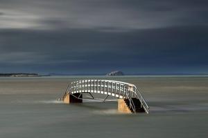 Может показаться, что мост в Шотландии никому не нужен, но это не так