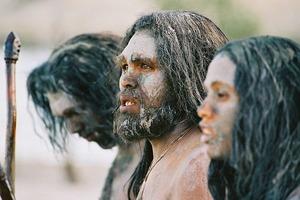 Мужчина охотился, а женщина рожала детей: археолог разрушила древнее клише и модель «правильной» семьи