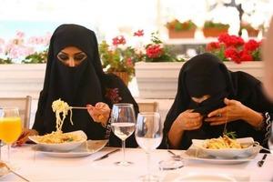 Как выглядят арабские женщины без хиджаба, и что они делают без него в своей жизни