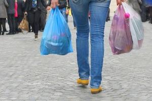 Австралия отказалась от пластиковых пакетов в супермаркетах: к чему это привело