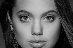 Чудеса пластики: как изменилась Анджелина Джоли за 28 лет