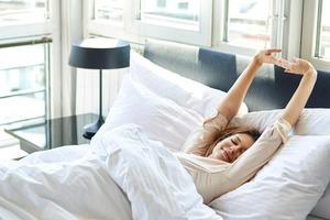 На спине, на боку, на животе: как вы спите? Поза во сне влияет на здоровье