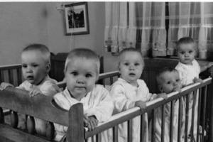 В семье уже было 5 детей, когда родилось еще 5: как они выглядели спустя 50 лет