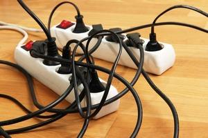Знакомый электрик рассказал, как удлинители экономят счета за электричество