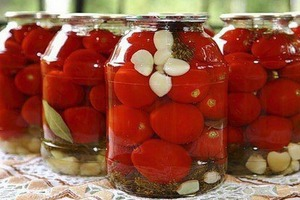 Я узнала шикарный рецепт: помидоры, консервированные без уксуса. Рассол из-под них выпивают тут же