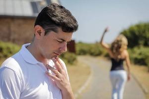 Мужчина бросил жену ради молодой девушки. Через год он снова встретил ее на улице и понял, как был неправ