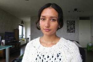 Девушка-блогер показала, как изменилось ее лицо после того, как она отказалась от вегетарианского рациона и снова начала есть мясо спустя 4