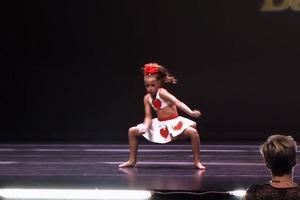 Зажигательный танец талантливой девчонки (видео)