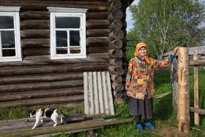 Мы с мужем купили дом в селе. Когда зашли внутрь и увидели интерьер, то решили найти родственников бывших хозяев