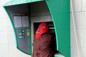 Пенсионерка хотела снять немного денег. Увидев на экране банкомата свой баланс, чуть не лишилась рассудка