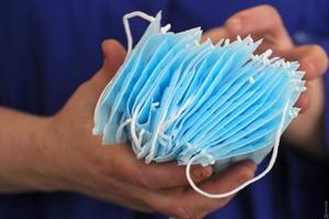 Доктор во Вьетнаме рассказал, как дезинфицировать маски с помощью микроволновки