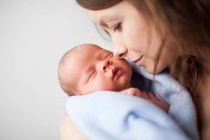 Муж думал, что сын - не его, пока не увидел, как жена меняет малышу подгузник