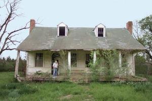 Супруги купили старый дом постройки 1820 г. После ремонта они стали владельцами красивого и уютного жилища: фото до и после