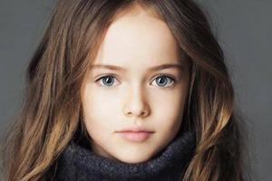 """14-летняя """"самая красивая девочка в мире"""" выглядит старше своих лет на новых снимках: но как же она красива"""