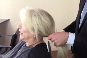 Клиентка не хотела уменьшать длину волос, но стилист поступил по-своему