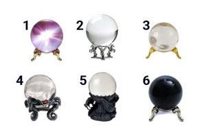 Тот, кто выберет один из шести хрустальных шаров, сможет заглянуть в свое будущее: интересный тест
