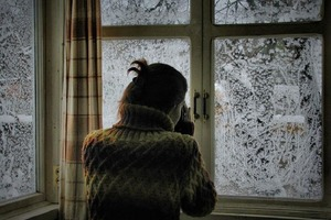 Таня долго была одинока и в новогоднюю ночь наконец-то нашла свое счастье, но не там, где ждала: мужчина лежал у нее в саду
