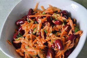 Часто делаю для домашних фасолевый салат из 3 ингредиентов: полезное зимой блюдо