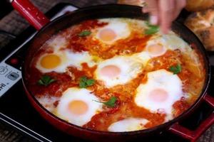 Вот какую яичницу едят на Ближнем Востоке - пальчики оближешь (рецепт)