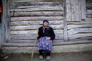 Бабушку, которая не могла себя обслуживать, забрали родственники. Благодаря старушке семья разбогатела
