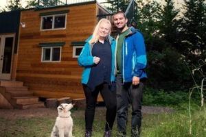 Супруги привыкли к ограниченному пространству и построили себе дом площадью всего 22 м2. Как он выглядит внутри (фото)