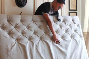 Мне надоела протертая спинка дивана, и я решила ее обновить: интересный способ, который стоит копейки