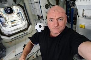 Космонавт показал, как они видят нашу планету сверху: люди в восторге от фото
