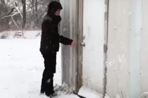 В Канзасе выпал первый снег. Фермер вывел уток на прогулку и показал их реакцию