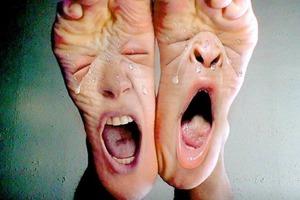 Подруга страала от запаха ног: моя свекровь рассказала как от него избавиться