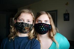 Снижают ли самодельные маски риск от заражения коронавирусом: мнение экспертов