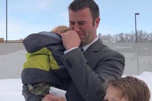 Папа воспитывает 7 детей в одиночку. Встреча с незнакомцем на Рождество изменила его жизнь