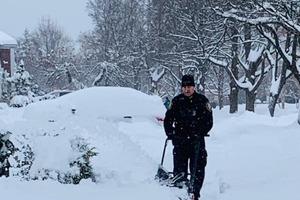 Когда 99-летняя бабушка позвала на помощь убирать снег, прибыли полицейские