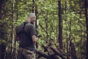 Незнакомец нашел телефон в лесу и позвонил. Так Павел узнал об измене жены
