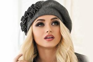 Знакомый стилист рассказал, какие модные головные уборы этого сезона для женщин элегантного возраста будут популярны