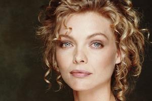Мишель Пфайффер была одной из красивейших актрис 90-х: как она выглядит в 61 год