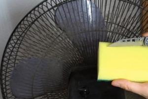 Свекровь показала трюк с обычной губкой. Наш вентилятор теперь блестит как новый и летом не будет выбрасывать в комнату пыль