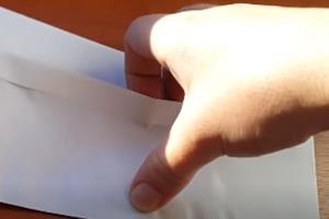 """Незнакомец в поезде дал девушке конверт с надписью """"Посчитай до 10 и открой"""""""
