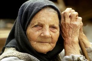 Старушка весь день ждала гостей на юбилей. Но у них нашлись дела поважнее